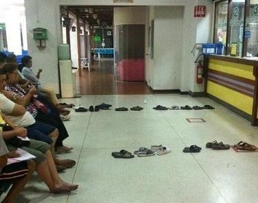 file attente chaussures