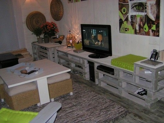 salon meuble tv palette. Black Bedroom Furniture Sets. Home Design Ideas