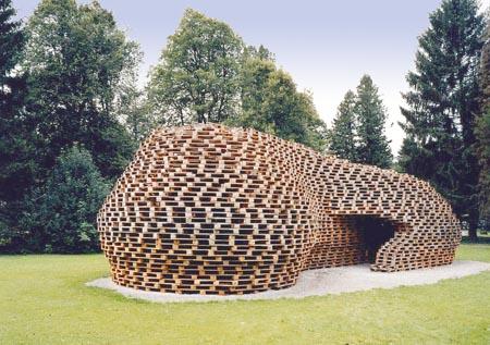 Cabane en palettes - Fabriquer un abri de jardin avec des palettes ...