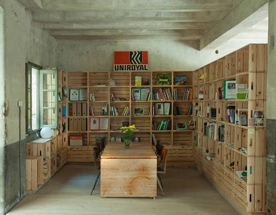 bureau en caisses. Black Bedroom Furniture Sets. Home Design Ideas